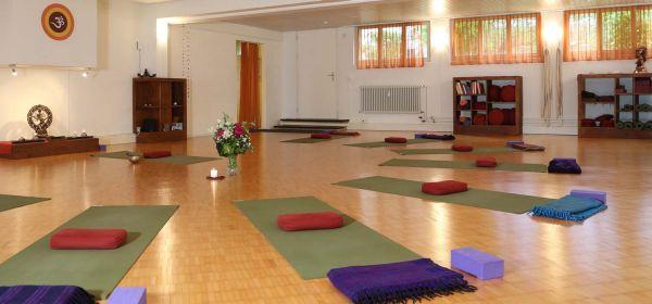 Raum für Yoga, ruhige Körperarbeit, Achtsamkeitskurse